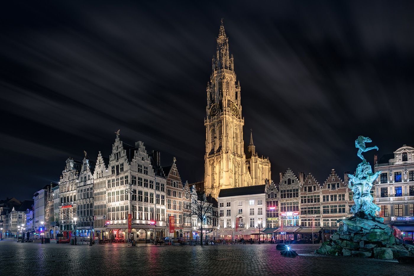 Kathedraal & grote markt by night