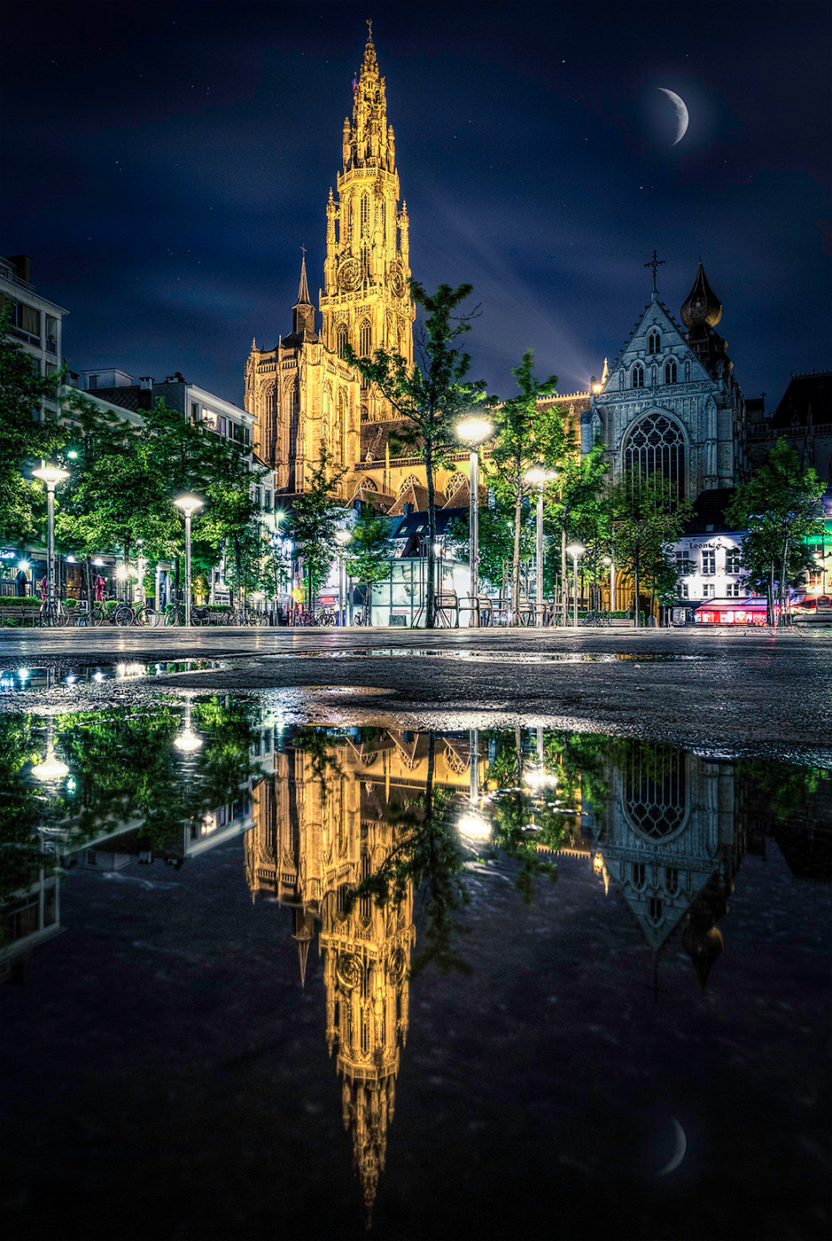 Kathedraal weerspiegeling